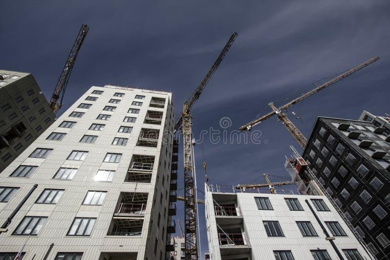 Кран башни на строительной площадке в Стокгольме Швеции стоковое изображение