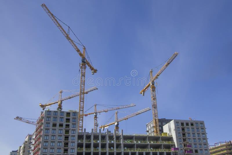 Кран башни на строительной площадке в Стокгольме Швеции стоковые фото