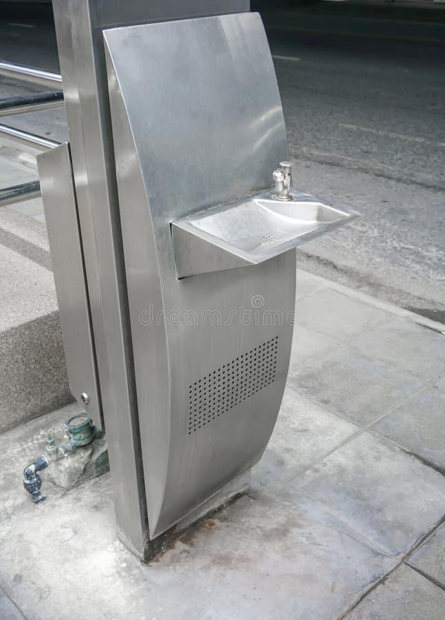 Кран выпивая фонтана публики свободный сделанный нержавеющего stell в mod стоковая фотография rf
