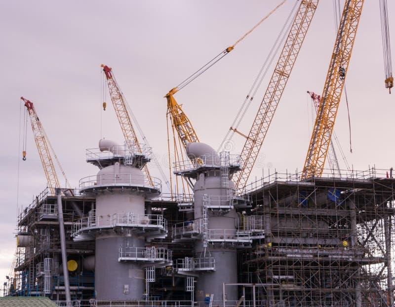 Кран и строительная конструкция индустрии стоковая фотография rf