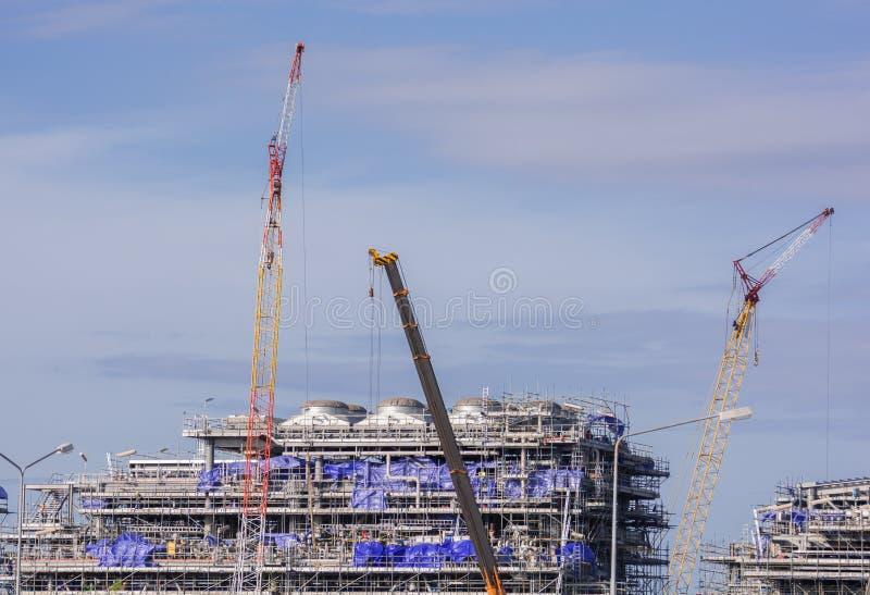 Кран и строительная конструкция индустрии стоковые изображения rf