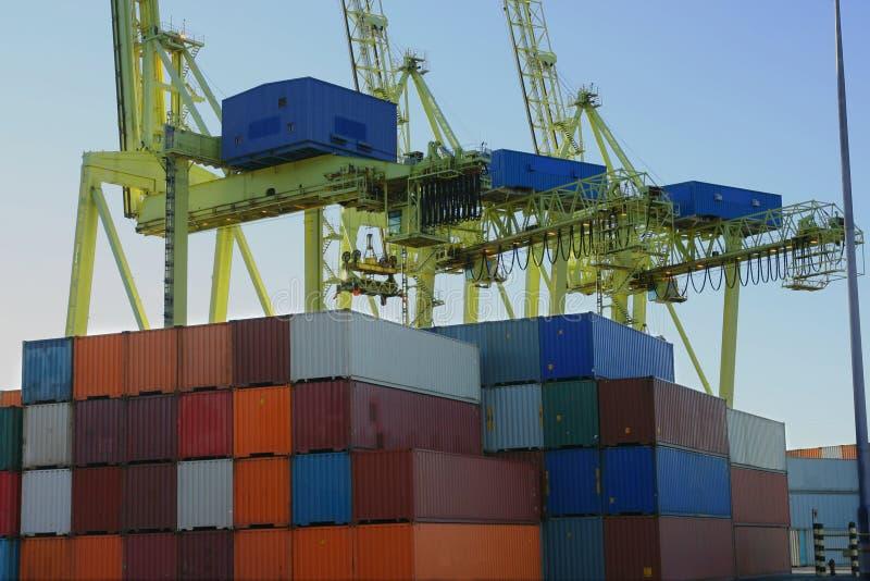 кран контейнеров контейнера стоковое изображение rf