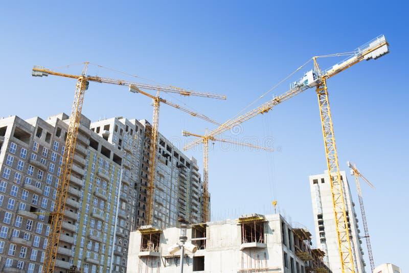 Download Кран на строительной площадке Стоковое Изображение - изображение насчитывающей конструкция, утро: 40578717