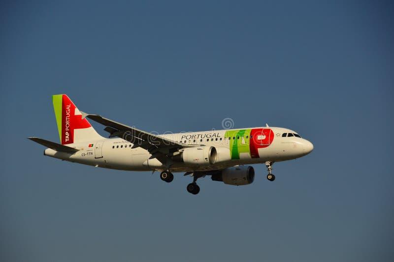 КРАН Португалии - самолет авиакомпаний стоковая фотография