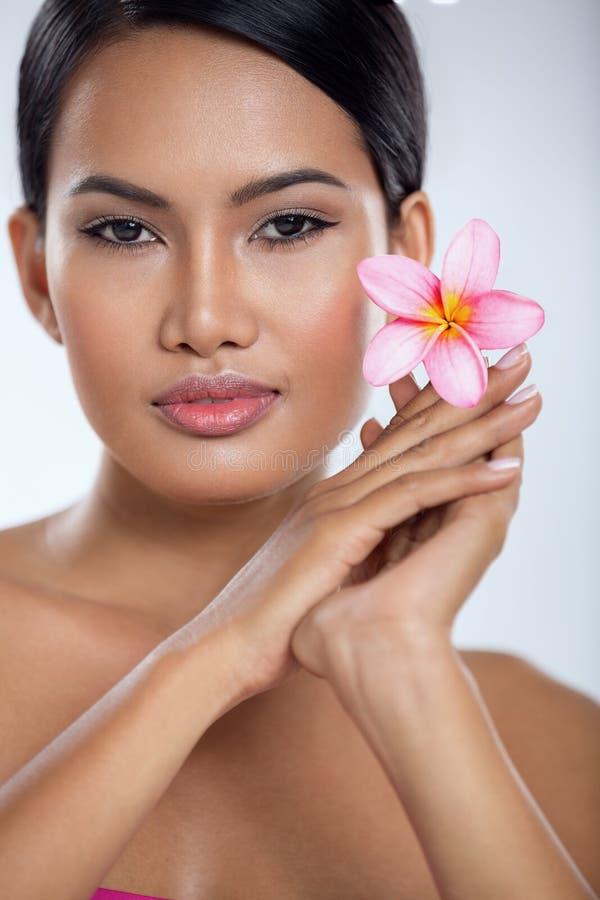 Красивая азиатская женщина стоковые фото