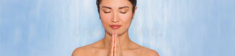 Красивая азиатская панорама концепции спа женщины или девушки стоковое изображение