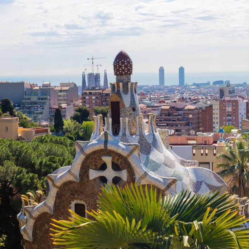 Красивая архитектура парка Guell в Барселоне - изображении стоковая фотография rf