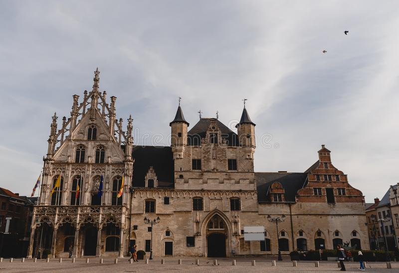 красивая архитектура mechelen здание муниципалитет, Бельгия стоковые изображения