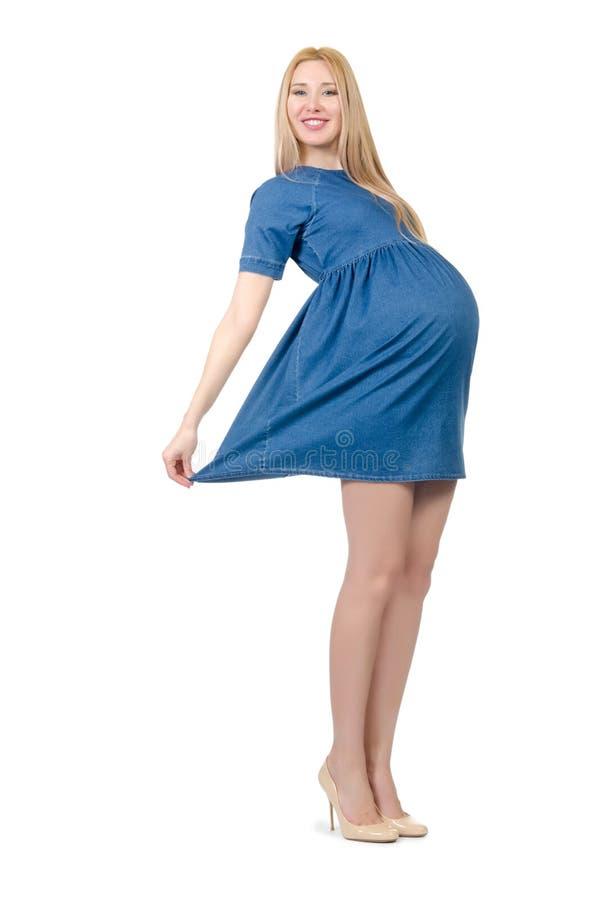 Красивая беременная женщина в голубом платье изолированном дальше стоковые изображения rf