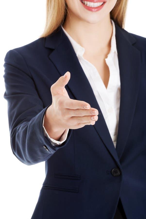 Красивая бизнес-леди давая руку. стоковое фото
