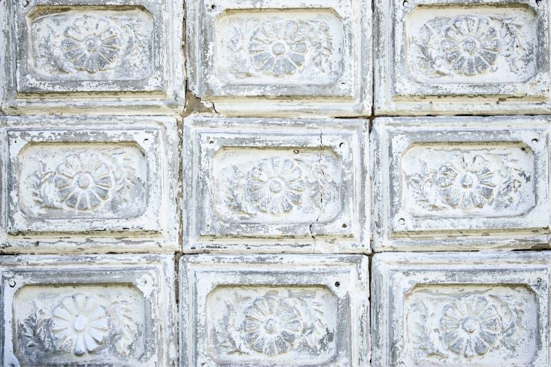 Красивая винтажная ретро античная сер-белая плитка цемента стоковое фото