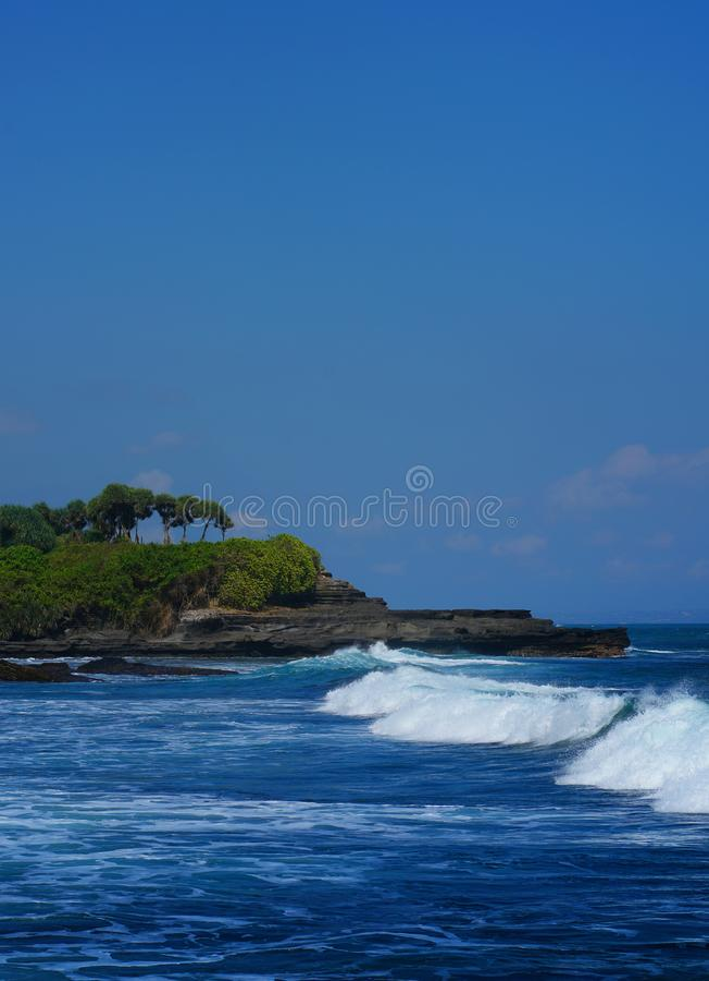 Красивая волна на серии Tanah, Бали Индонезии стоковая фотография