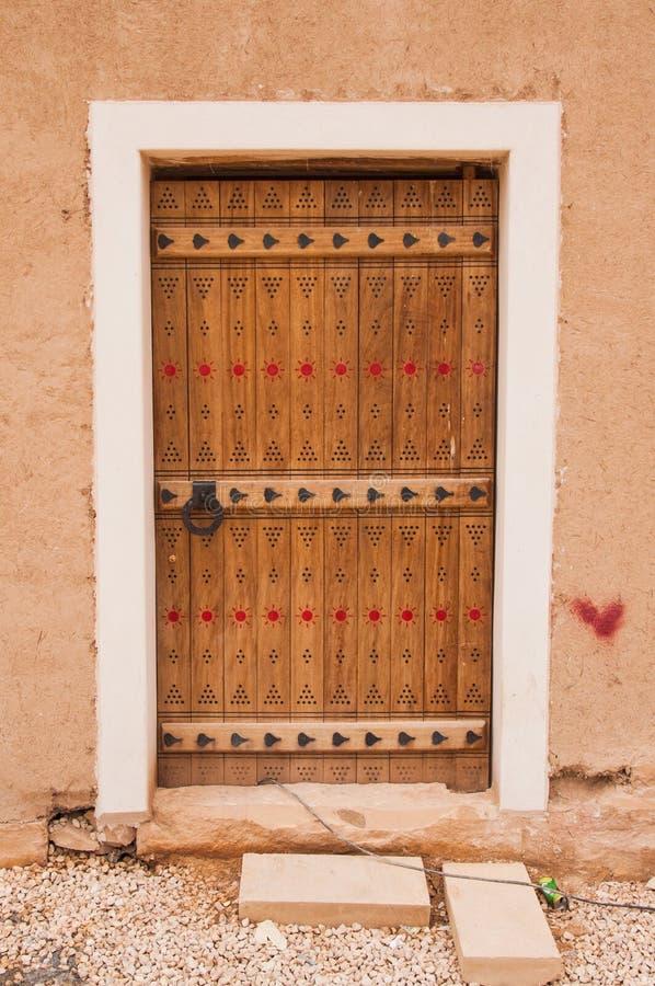 Красивая высекаенная дверь в Эр-Рияде, Саудовской Аравии стоковые фотографии rf