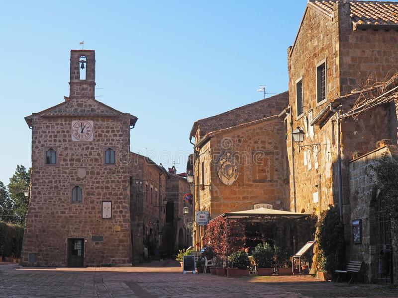 Красивая главная площадь Sovana, Италии стоковое фото rf