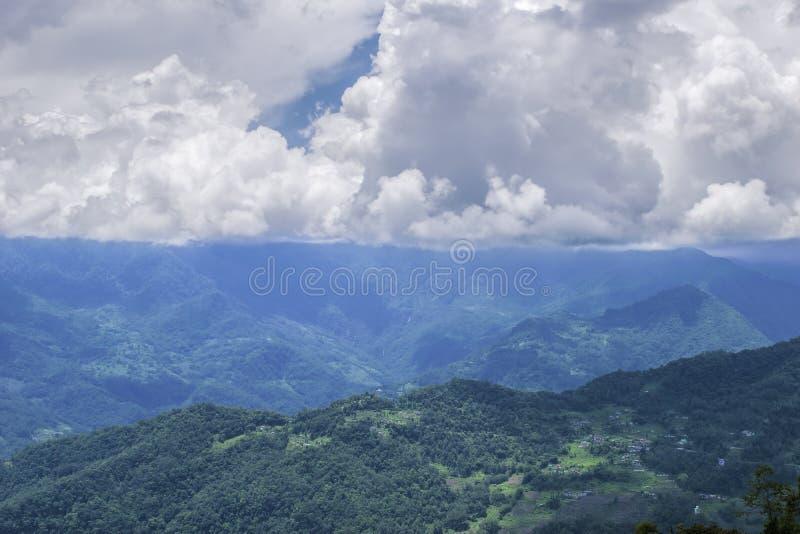 Красивая горная цепь Gangtok, Сикким стоковая фотография rf