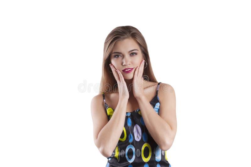 Красивая девушка, страх портрета изолированный сюрпризом стоковое фото