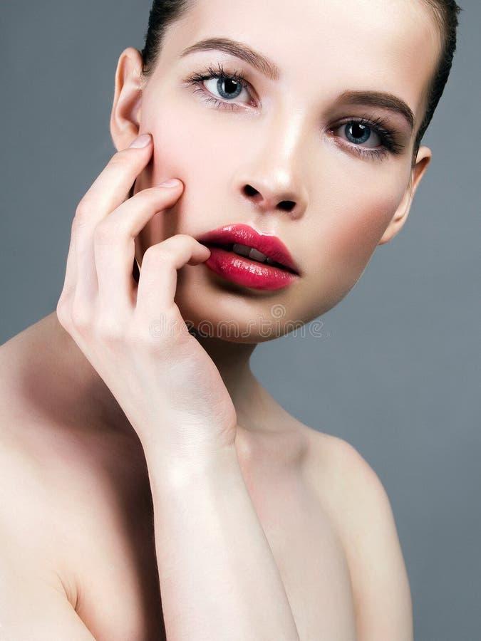 красивая девушка с чистым новым лицом Состав стоковые фото