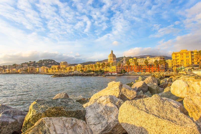 Красивая деревня на море, итальянское побережье, Генуя Pegli, Италия стоковое изображение