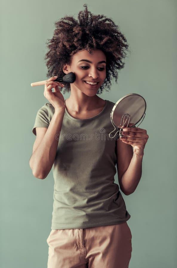 Красивая девушка американца Афро стоковое изображение rf