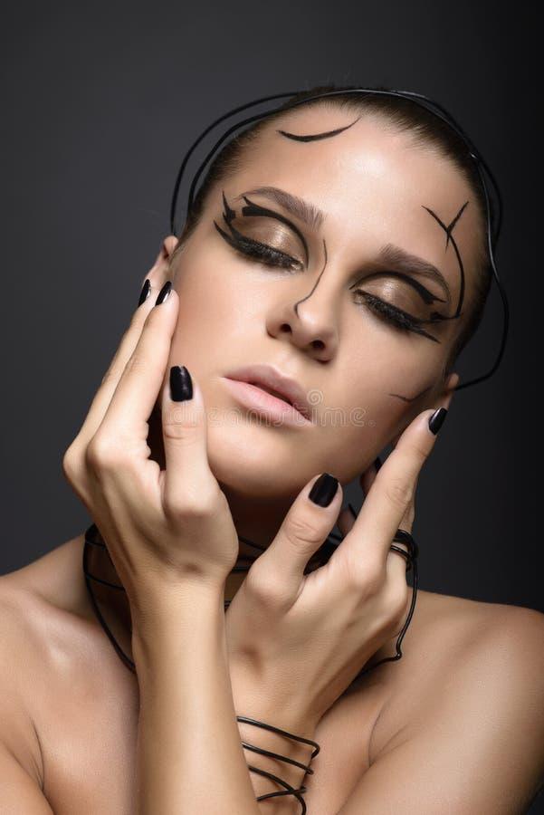 Красивая девушка кибер с линейным черным составом стоковое фото rf