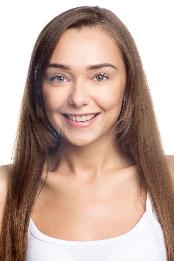 Красивая девушка на белом портрете студии предпосылки стоковые изображения