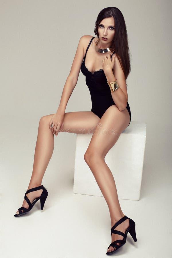 Девушки с длинными красивыми ногами