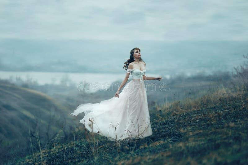 Красивая девушка с составом и дизайном стоковые фото