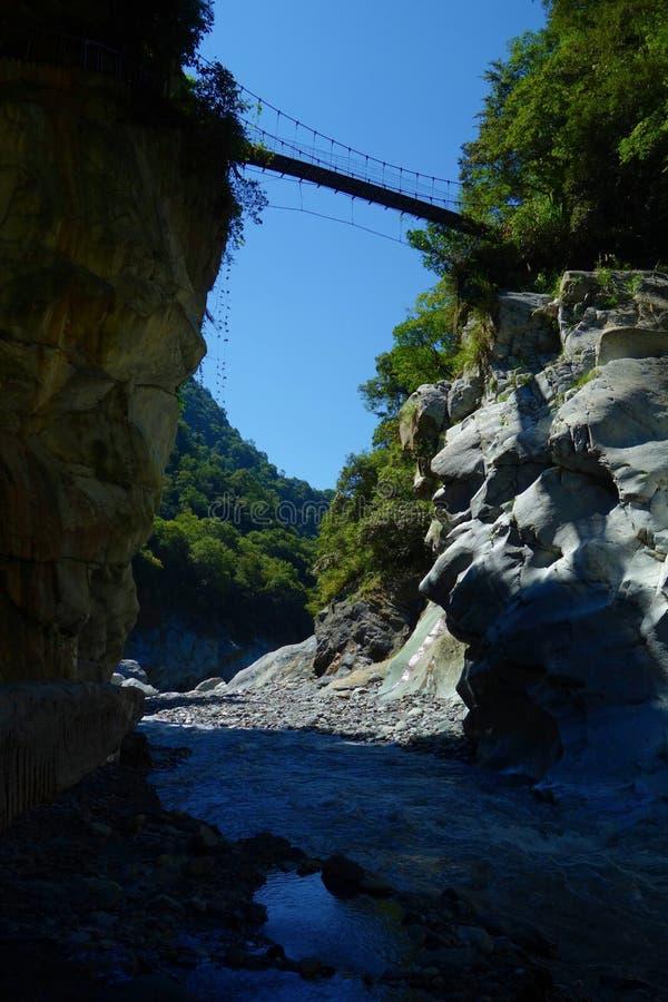 Красивая естественная тропа каньона и потока в национальном парке Taroko, Hualien, Тайване стоковое фото