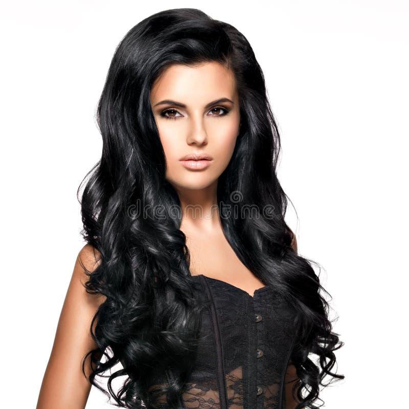 Красивая женщина брюнет с длинными черными волосами стоковое изображение rf