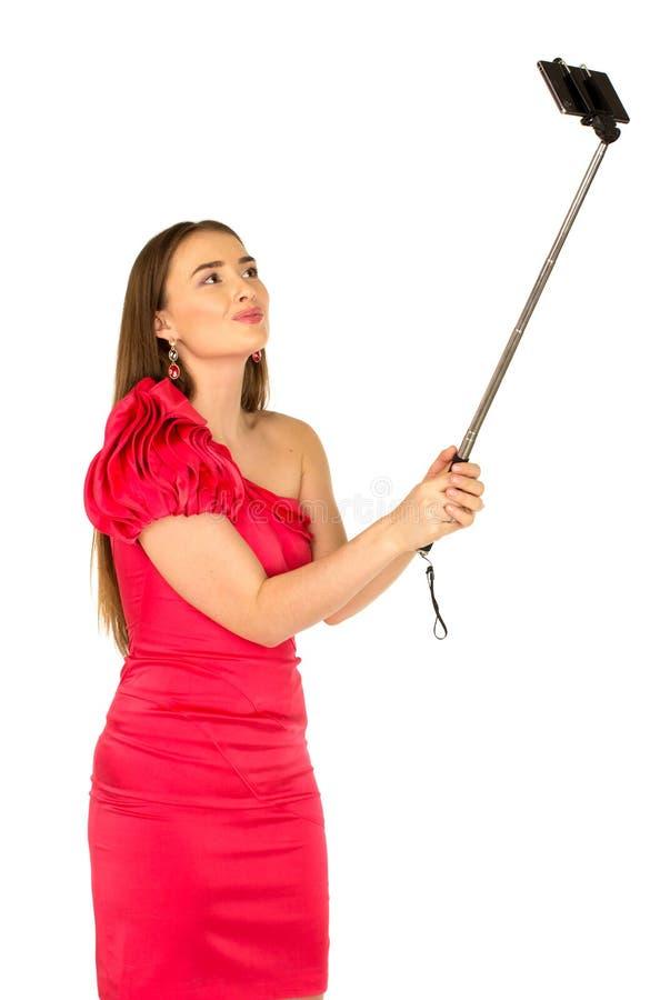 Красивая женщина в красном платье с красивым телом стоковое изображение rf
