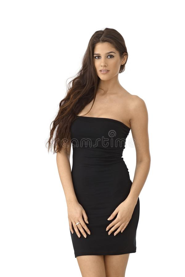 Красивая женщина в мини платье трубки стоковая фотография