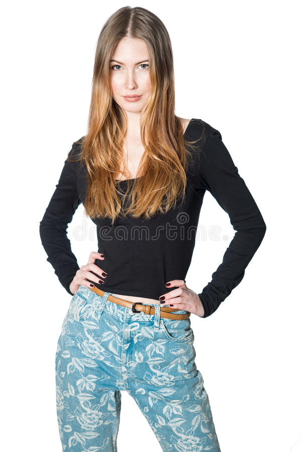 Красивая женщина в представлять вскользь одежд изолированная на белой предпосылке стоковое изображение
