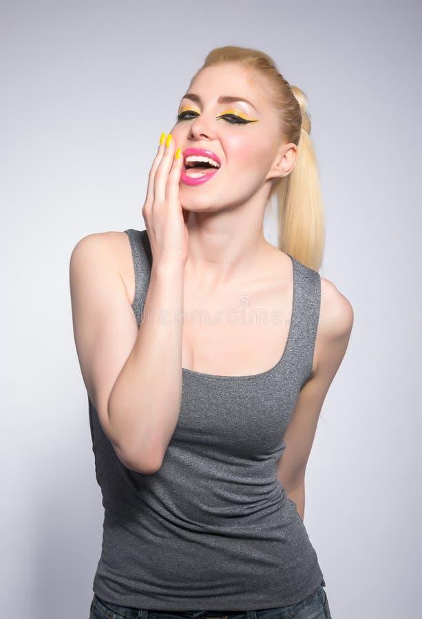 Download Красивая женщина, в студии, состав в восточном стиле Стоковое Изображение - изображение насчитывающей модель, здоровье: 41663487