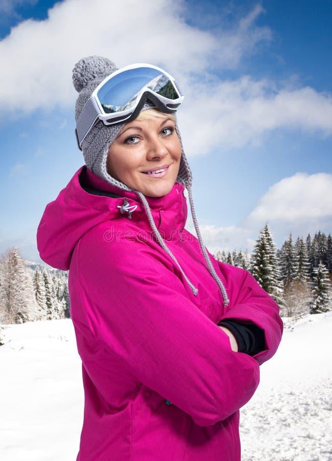 Красивая женщина в sportswear зимы стоковые изображения