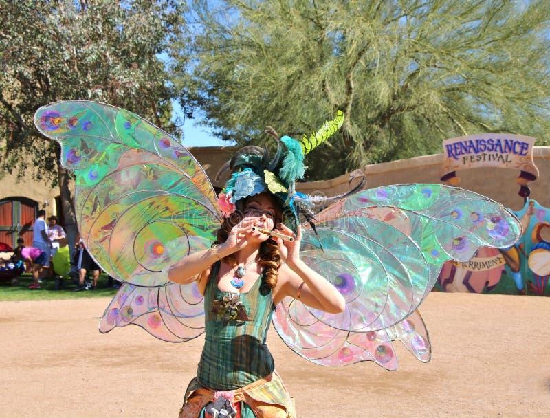 Красивая женщина одетая как фея стоковое изображение rf