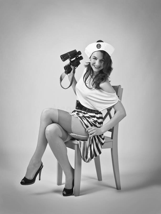 Красивая женщина с биноклями стоковое фото rf