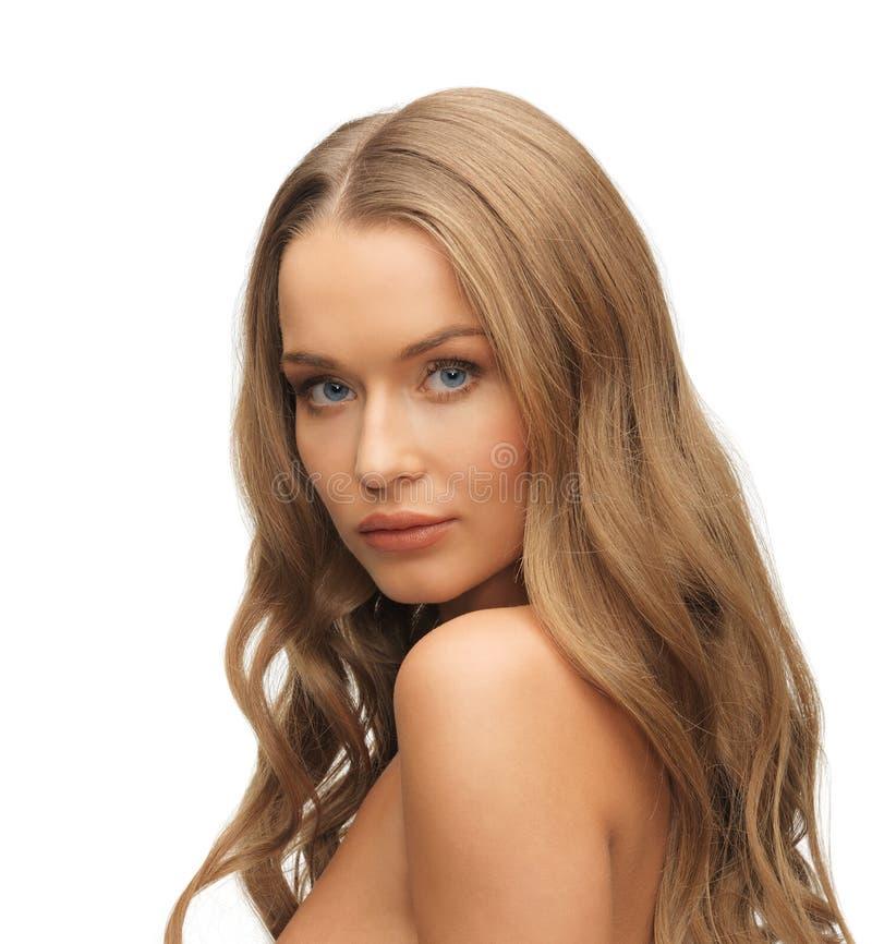 Красивая женщина с длинными волосами стоковые фото