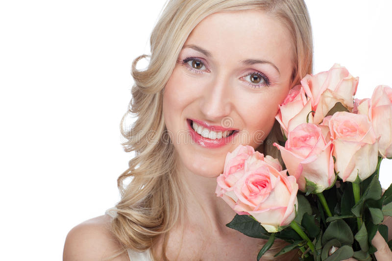 Красивая женщина с красивыми розами стоковое изображение rf