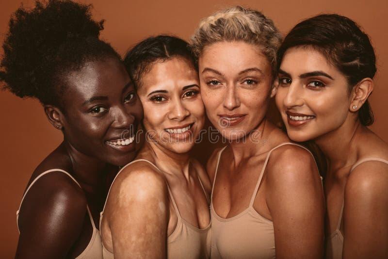 Красивая женщина с различными типами кожи стоковое изображение rf