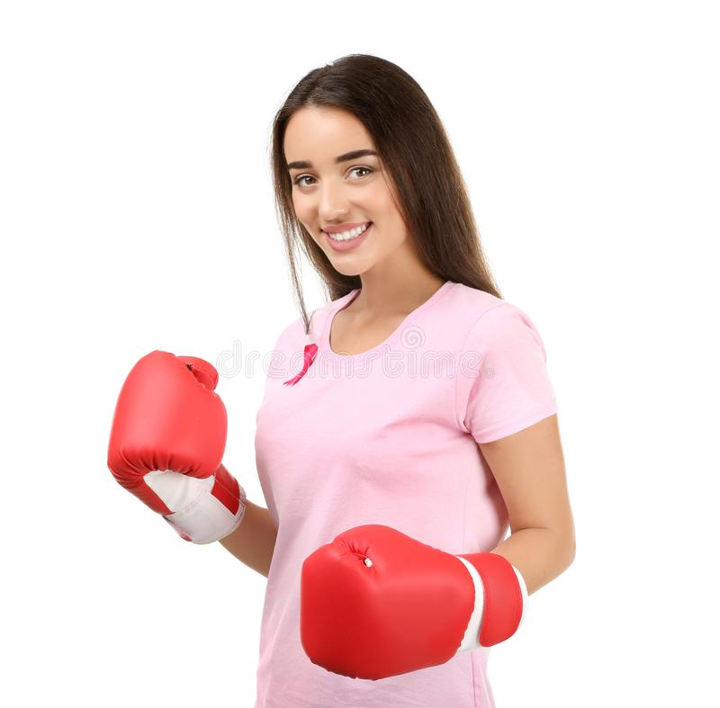 Красивая женщина с розовыми перчатками ленты и бокса на белой предпосылке E стоковое фото rf