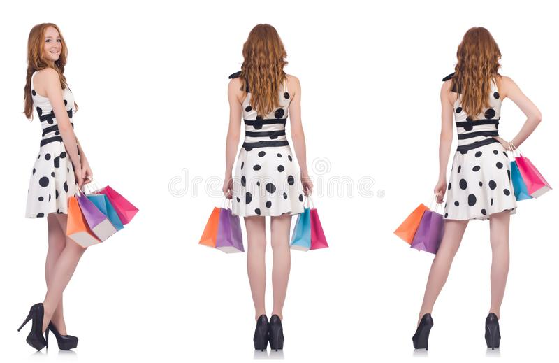 Красивая женщина с сумками изолированными на белизне стоковые изображения
