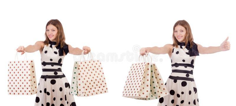 Красивая женщина с сумками изолированными на белизне стоковое фото rf