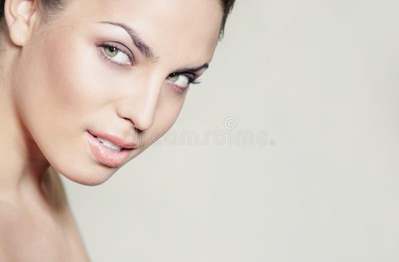 Красивая женщина стоковая фотография