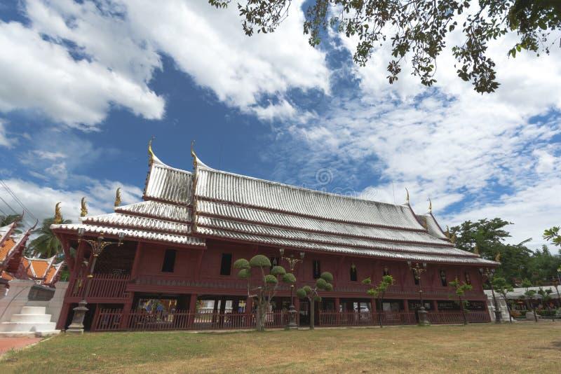 Красивая зала проповеди в монастыре на Wat yai-Suwannaram Это место важный старый висок в Phetcharburi, Таиланде стоковые фотографии rf
