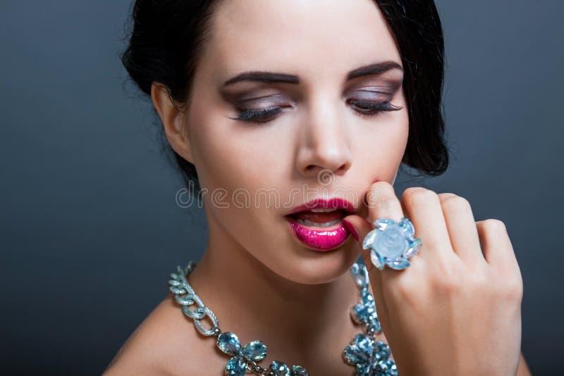 Красивая изощренная женщина стоковая фотография