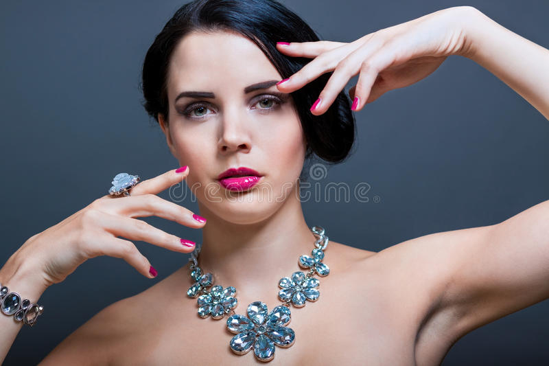 Красивая изощренная женщина стоковые фотографии rf
