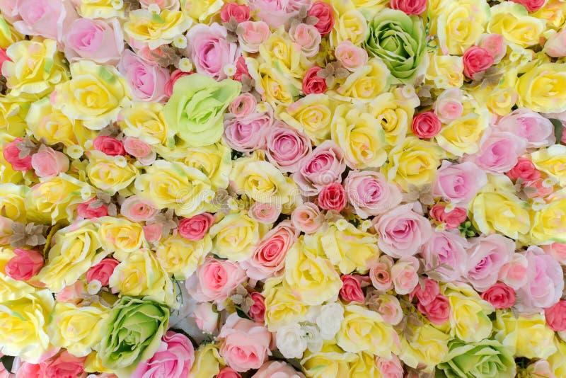 Красивая искусственная предпосылка цветка роз стоковые фото