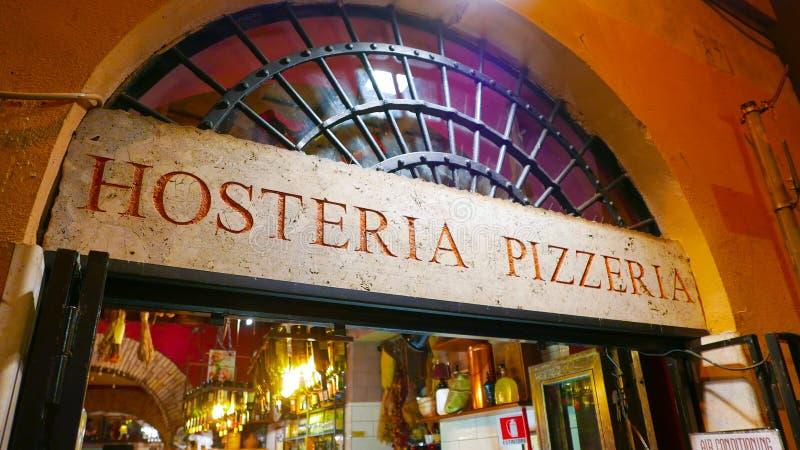 Download Красивая итальянская пиццерия стиля в историческом районе в Риме Редакционное Стоковое Фото - изображение насчитывающей sightseeing, каникула: 81807693