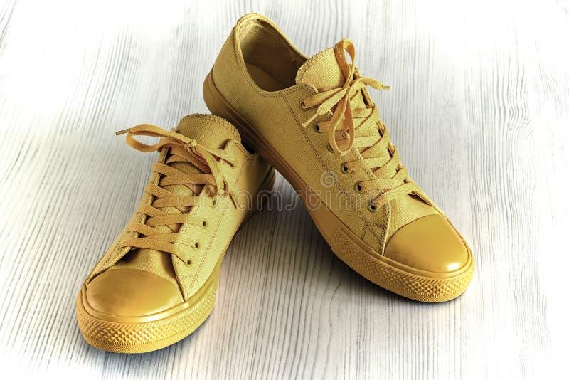 Красивая и модная обувь для спорта и для остатков стоковое изображение