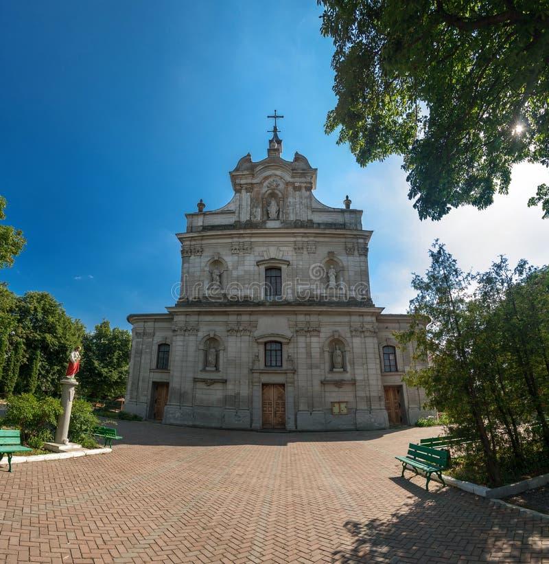 Красивая католическая церковь в деревне Hvardiiske Украина стоковые изображения rf